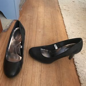 Small heeled shoes